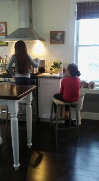 girls-cooking